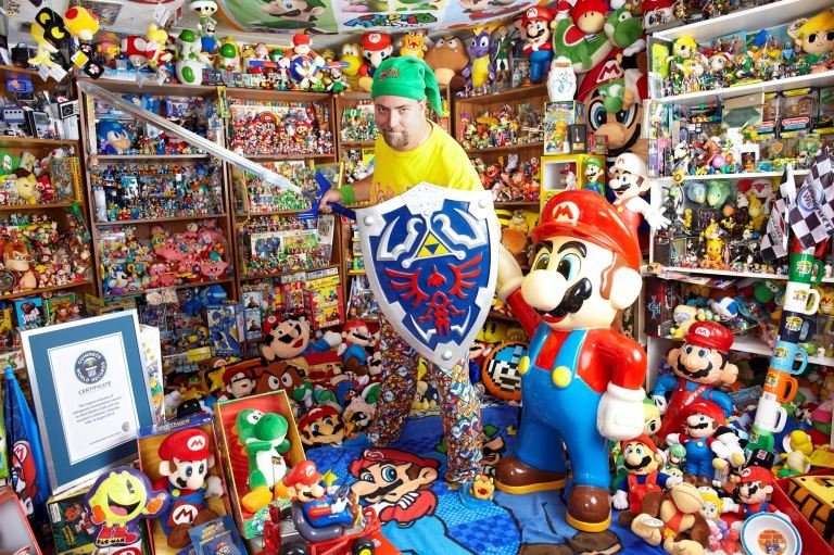 Полицейский из Дубая собрал самую большую коллекцию товаров Nintendo. - Изображение 1