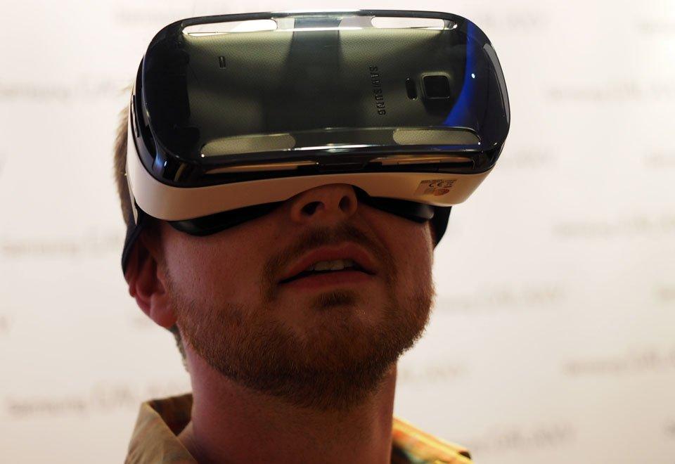 Samsung показала прототип очков виртуальной реальности Gear VR - Изображение 1