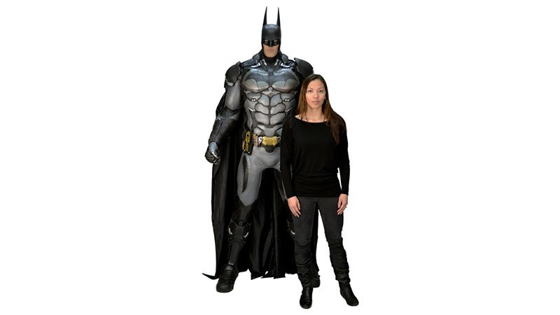 Кому фигурку Бэтмена высотой в человеческий рост? - Изображение 1