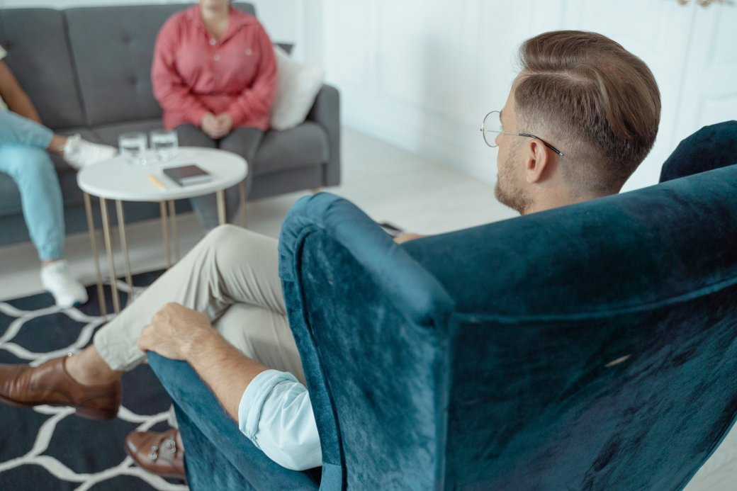 Как найти хорошего психолога? И когда к нему стоит обращаться? | Канобу