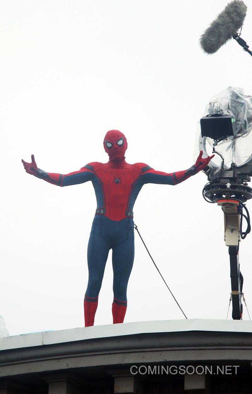 найти эту новые фото со съемок человек паук возвращение того