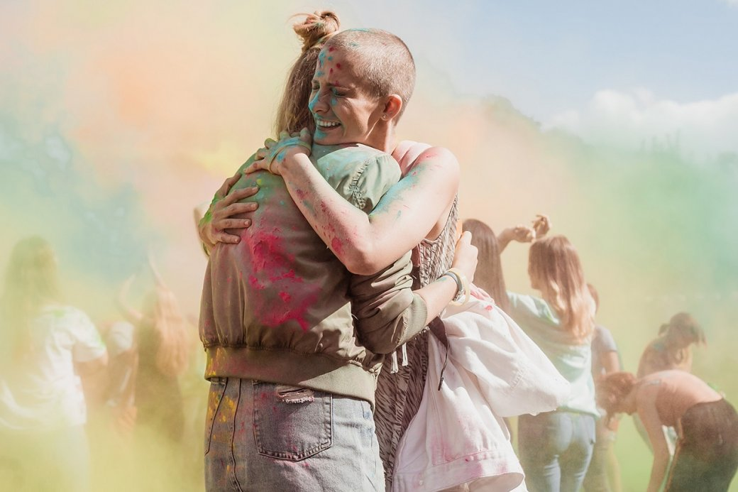 26 марта на сервисе Start стартовал сериал «257 причин, чтобы жить» Максима Свешникова. Это история о девушке, которая смогла побороть рак, но осталась, вопреки ожиданиям, у разбитого корыта. Попытка задвинуть жизнеутверждающий месседж, кажется, провалилась.