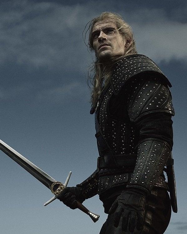В интернете появилось новое промо сериала «Ведьмак» с Геральтом. Как вам дизайн его меча?