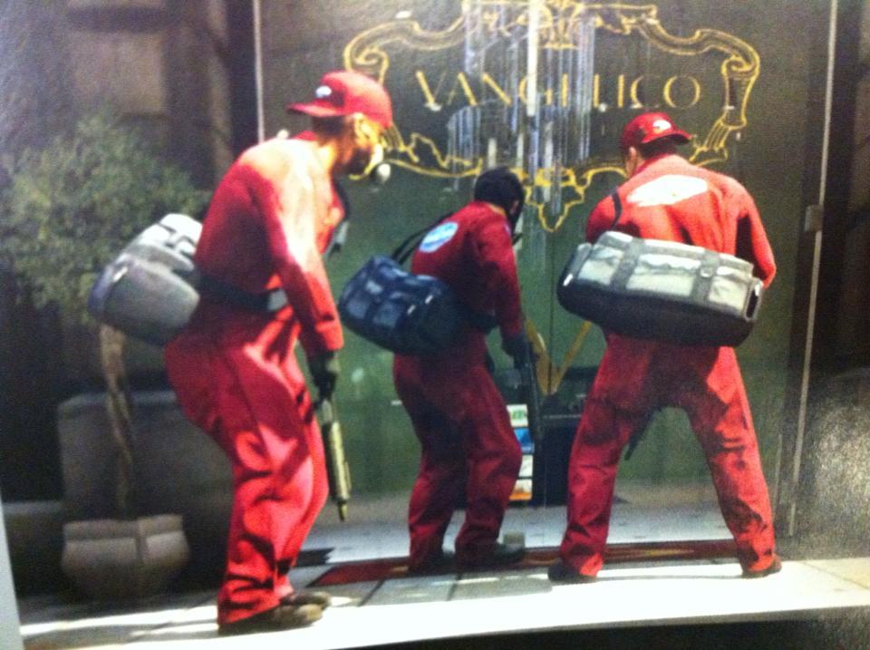 Рекламный постер GTA V нашли в коробке от Red Dead Redemption | Канобу - Изображение 1