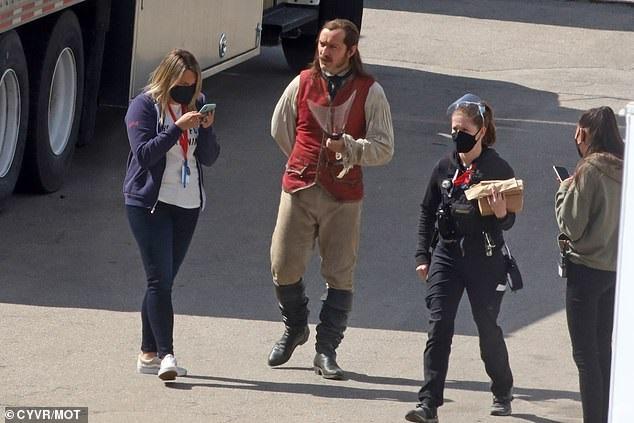 Появились первые фото Джуда Лоу вроли Капитана Крюка изфильма «Питер Пэн» отDisney | Канобу - Изображение 981